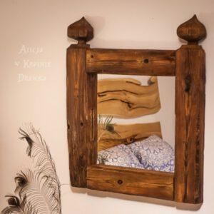lustro w drewnianej ramie