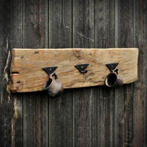 wieszak z deski drewniany