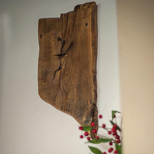 drewniany zegar asymetryczny