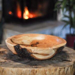 drewniana misa z korą