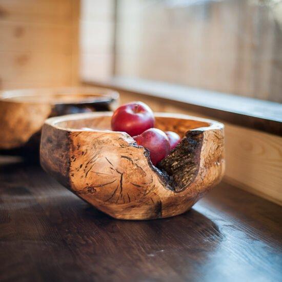 drewniana misa na owoce