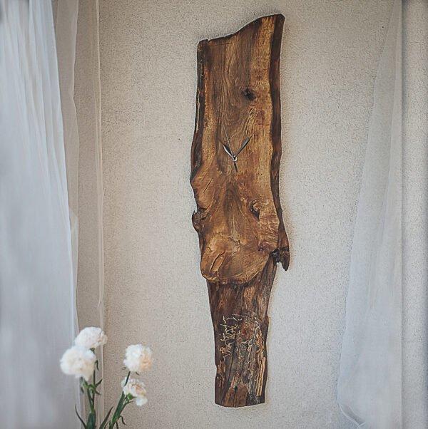 drewniany zegar na ścianę