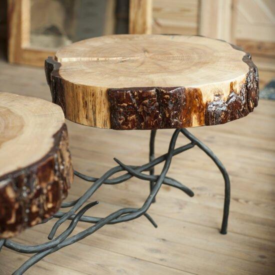 drewniany stolik kawowy na kutych nogach