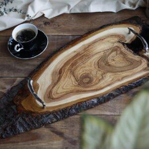 drewniana taca do serwowania z żywicą