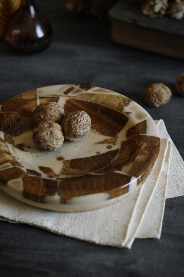 talerz ozdobny dębowy z żywicą